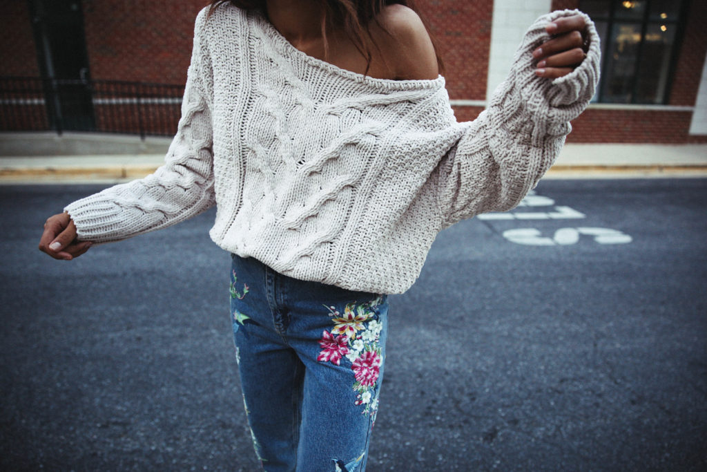 oversized-sweater-embroidered-jeans